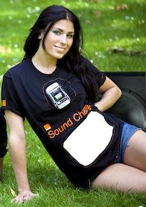 Lärmempfindliches T-Shirt lädt Handy auf
