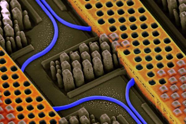 Silizium-Nanofotonik: Licht + Elektronik
