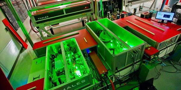 Laser liefert 1 Petawatt-Impuls