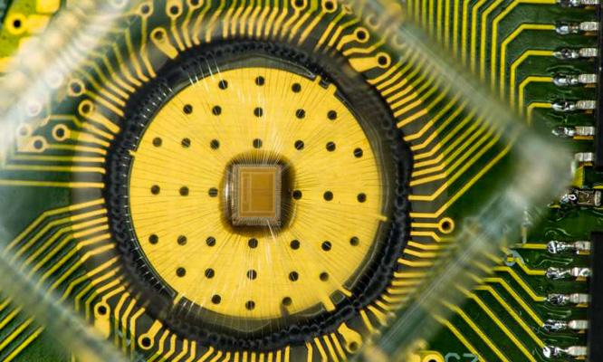 Der PCM-Demo-Chip mit 2 x 2 Megazellen benötigt eine Fläche von nur 1 x 0,8mm. Bild: IBM Research.