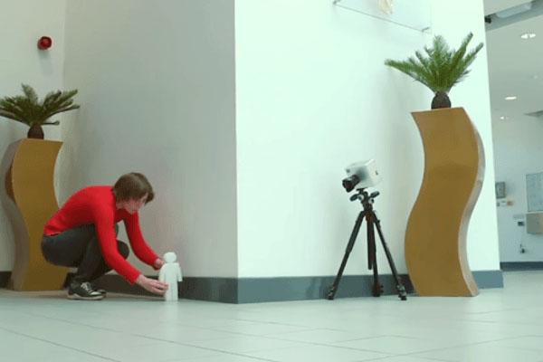 Die Kamera, die um die Ecke schaut