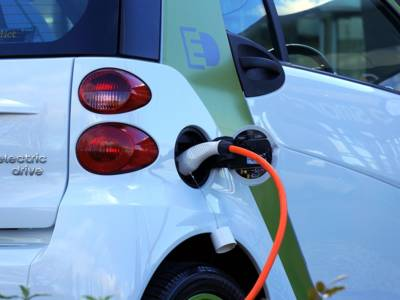 """Bald """"trockene"""" Akkus in Elektroautos? Bild: Flickr"""