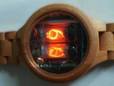 So retro und doch so stylish: Hölzerne Nixie-Uhr im Selbstbau!