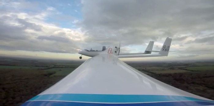 Flugzeug mit Hybrid-Antrieb
