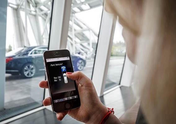 Daimler und Bosch entwickeln selbstparkendes Auto