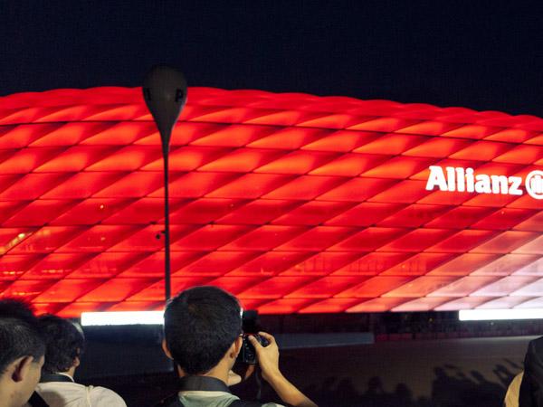 Stadion von Bayern München mit LED-Beleuchtung