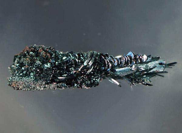 Kristalle aus halbleitendem schwarzem Arsen-Phosphor, Andreas Battenberg / TUM