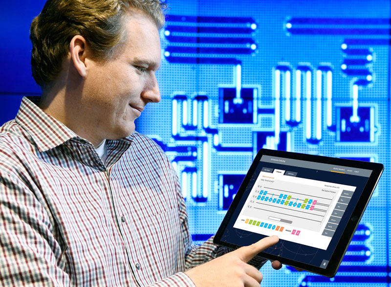 Der Forscher Jay Gambetta von IBM verwendet ein Tablet zur Interaktion mit IBM Quantum Experience ( Jon Simon / Feature Photo Service for IBM)