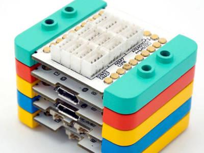 Block aus zusammengesteckten Modulen